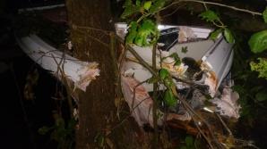 Motorówka rozbiła się na drzewie