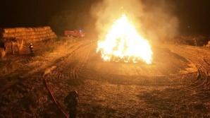 Strażacy przez pięć godzin walczyli z pożarem balotów słomy