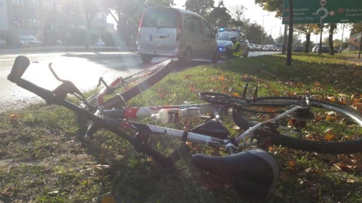 Konin. Wypadek z udziałem rowerzysty. 58-latek jest w szpitalu