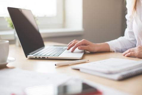 Dlaczego ważny jest wybór właściwej domeny internetowej? Poradnik dla zakładających stronę www