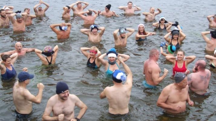 Znowu się kąpią w Gosławicach. Ruszył sezon na morsowanie