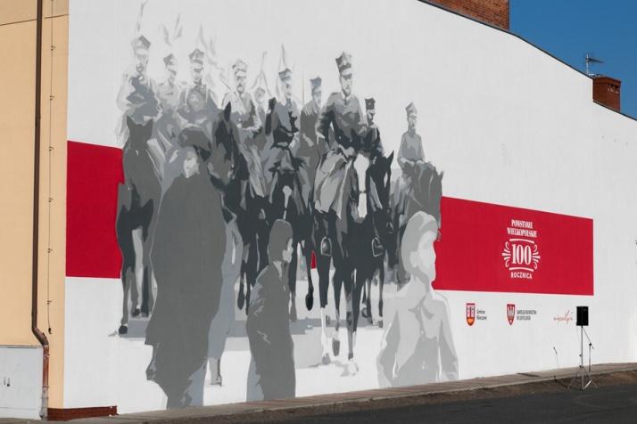 Kleczew. Zaprezentowali mural na setną rocznicę niepodległości