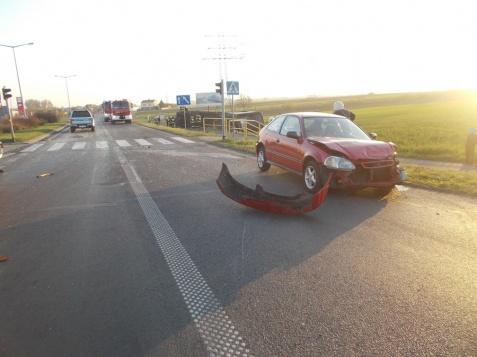 Wypadek w Ślesinie. Samochód ciężarowy przewrócił się na bok