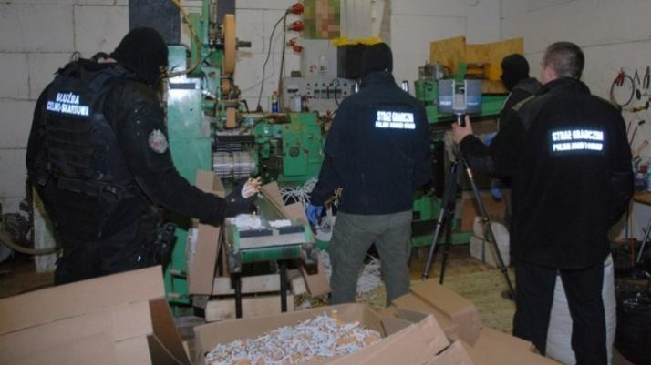 CBŚ zlikwidowało fabrykę papierosów w powiecie konińskim