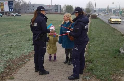 Światowy Dzień Ofiar Wypadków. Policjanci rozdawali ulotki