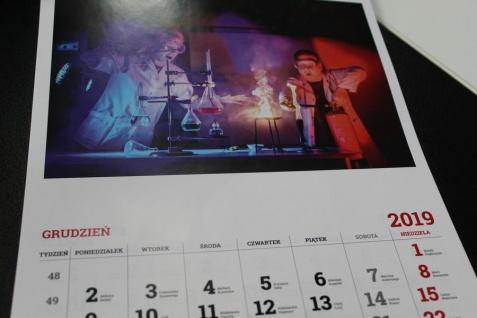 Konin. Nauczyciele SP3 w kalendarzu na rzecz chorej Jagienki
