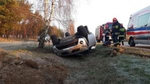 Kąty. Samochód wypadł z drogi i dachował w przydrożnym rowie