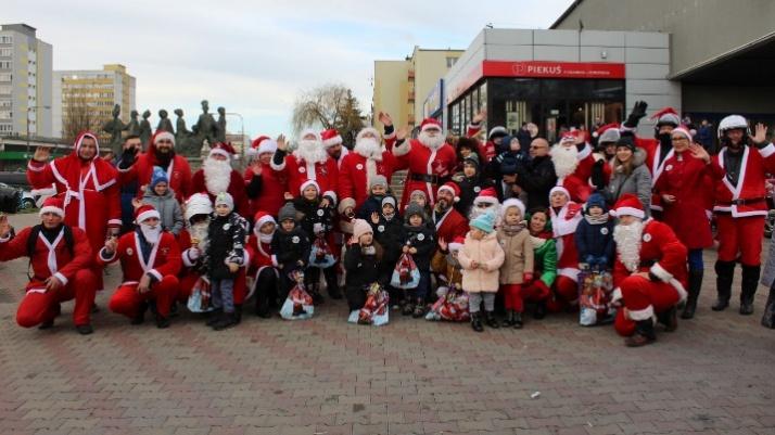 Mikołaje na motocyklach opanowały Konin i rozdają uśmiechy