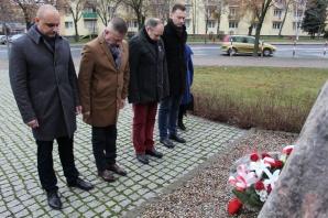"""Konin. Przy kamieniu """"Solidarności"""" uczcili ofiary stanu wojennego"""