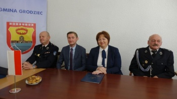 Przekazali sprzęt jednostkom OSP z terenu gminy Grodziec