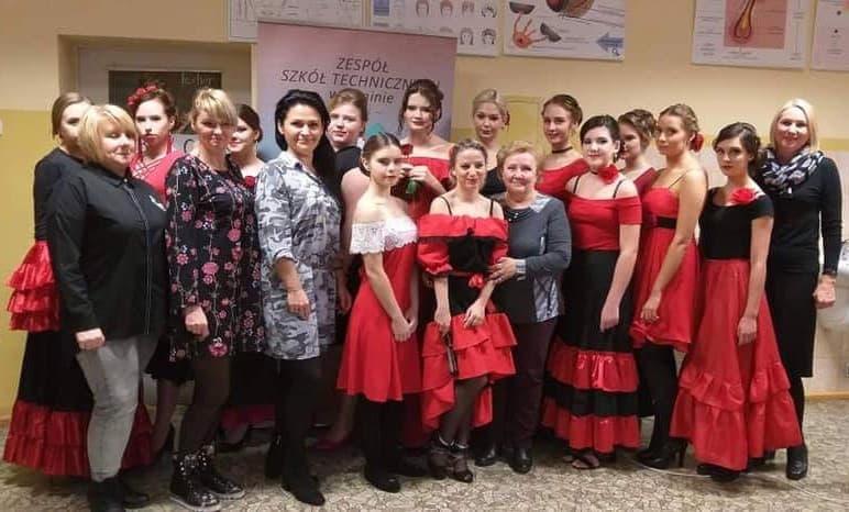 Fryzury W Rytmie Flamenco W Wykonaniu Uczennic Zst W Koninie