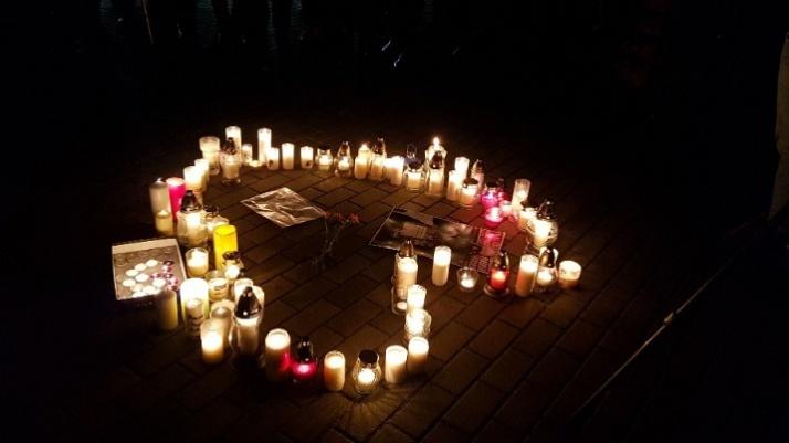 Milczący wiec przeciwko nienawiści. Konin łączy się w bólu