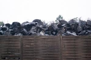 Hałda niebezpiecznych odpadów w Marantowie. Kto je zutylizuje?