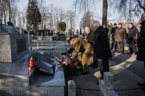 Kwiaty i znicze w rocznicę wyzwolenia Konina spod okupacji