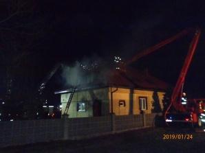 Dwa pożary jednej nocy. Palił się dach w domu i maszyna do węgla