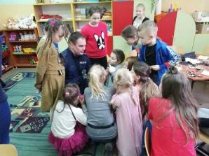 Bezpieczne ferie. Policjanci spotkali się z uczniami SP w Osieczy
