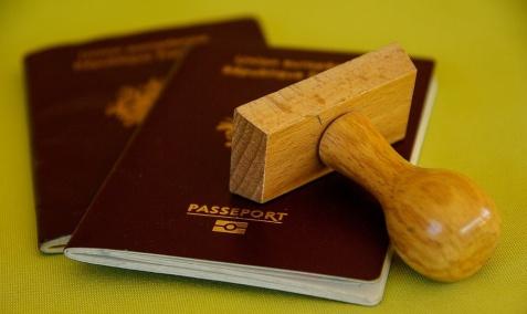 Bądź bezpieczny za granicą. 4 rzeczy, które trzeba zrobić przed wyjazdem