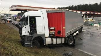 Obywatel Łotwy skazany za staranowanie bramek na autostradzie