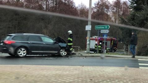 Strażacy ochotnicy jechali do wypadku. Uderzyli w samochód