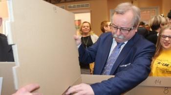 Kolejny radny niezależny. Janusz Zawilski wystąpił z partii i klubu