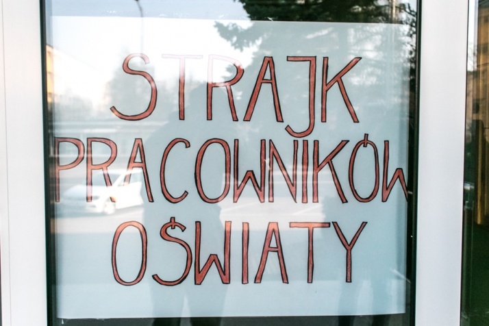 """""""Walczymy o swoją godność"""". Pierwszy dzień strajku nauczycieli"""