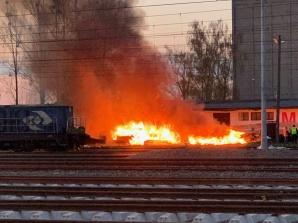 Konin. Pożar podkładów kolejowych. Przyczyną było podpalenie?