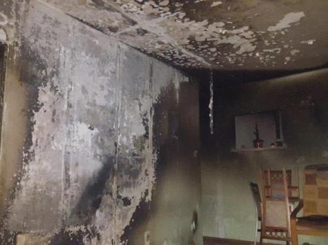 Konin. Pożar w wieżowcu. Strażacy uratowali 93-letnią kobietę