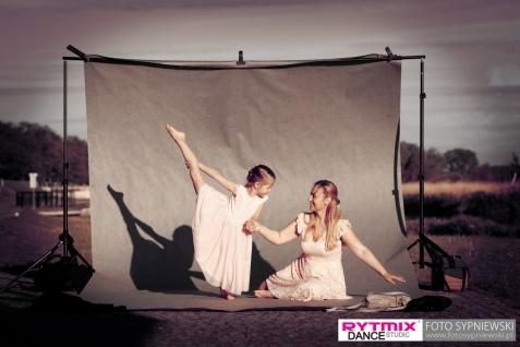 Dzień Matki. Taneczna sesja zdjęciowa dwóch pokoleń Rytmixu