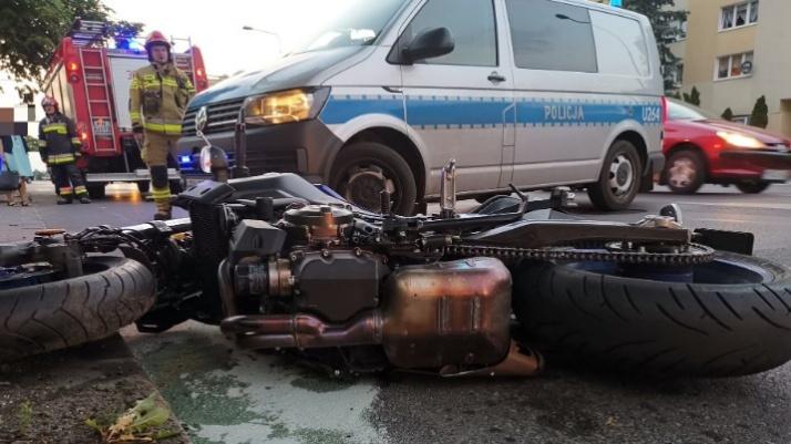 Konin. Wypadek na Alejach 1 Maja. Ucierpiał młody motocyklista