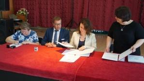 """Skulsk. Podpisanie umów na programy """"Senior+"""" i """"Maluch+"""""""