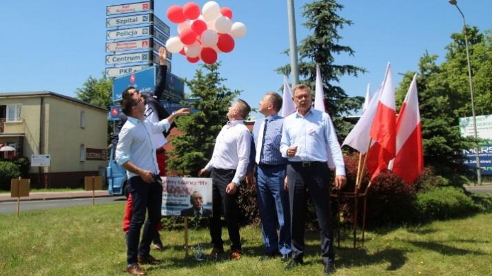 Konin. Uczcili rocznicę. Wypuścili w niebo biało-czerwone balony