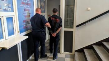 Turek. Policjanci zatrzymali 27-latka, który kradł w sklepach