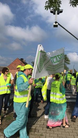 Pracownicy inspekcji weterynaryjnej blokowali drogę DK25