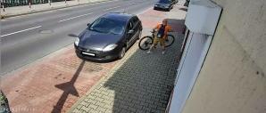 Turek. Policjanci poszukują sprawcy kradzieży roweru górskiego