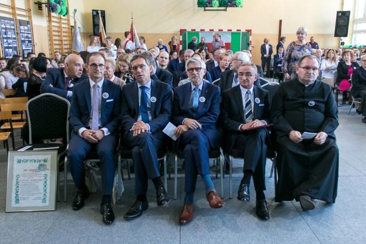 Kozarzew. Szkoła oficjalnie otrzymała imię lokalnego bohatera