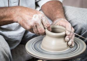 Ceramika ozdobna w kuchni. Jak za ich pomocą stworzyć piękną i funkcjonalną kuchnię?