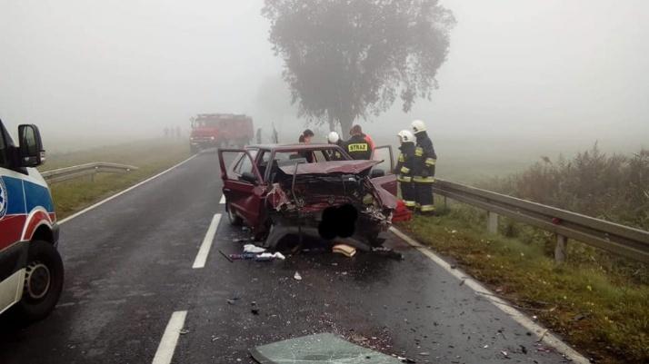 Wierzbinek. Wypadek we mgle. Poszkodowane zostały dwie osoby