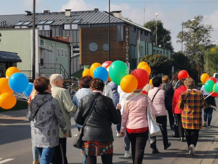 Po raz drugi Korowód Seniorów przeszedł przez Stare Miasto