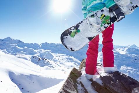 Sezon zimowy za pasem – jakie damskie spodnie narciarskie wybrać?