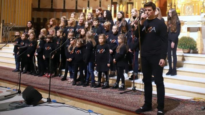 Koncert w bazylice. FAMA zaśpiewała dla licheńskiego hospicjum