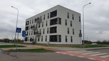 Konin. Blok podarowany miastu stoi przy ulicy Erazma Pietrygi