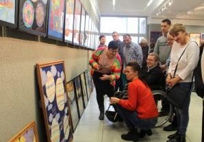 Wystawy prac plastycznych osób niepełnosprawnych w MGOK-u