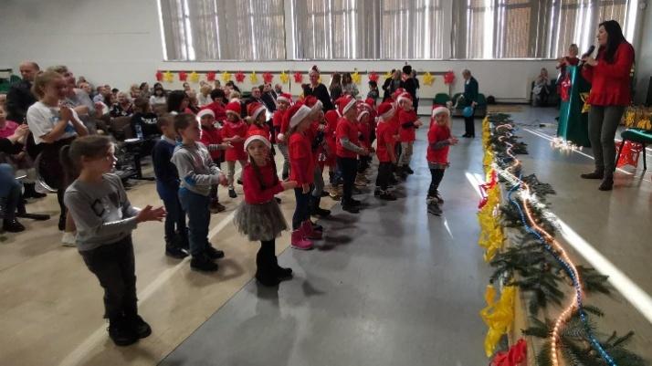 """Dzieci z rodzin zastępczych bawiły się w """"Pracowni św. Mikołaja"""""""