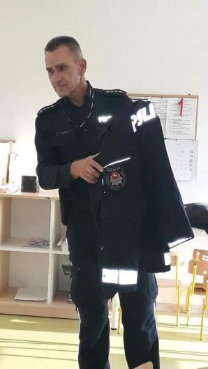 Golina. Policjant z wizytą w przedszkolu. Mówił o bezpieczeństwie