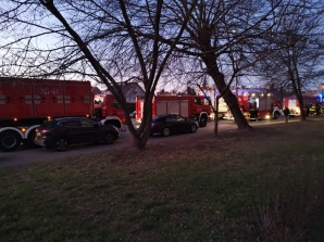 Konin. Kilka wozów strażackich przy Kleczewskie. Wyczuwalny gaz