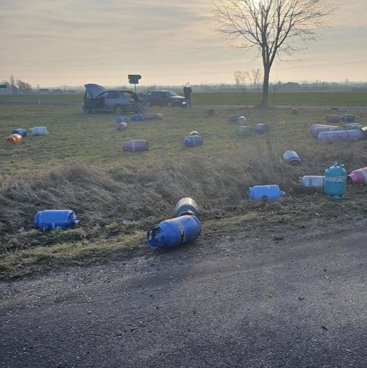 Samochód przewożący butle z gazem wymusił pierwszeństwo