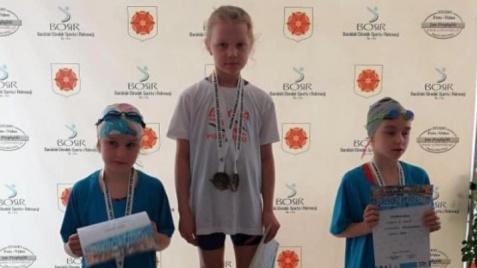 Pływali w weekend w Barcinie. Pięć medali dla Iskry Konin