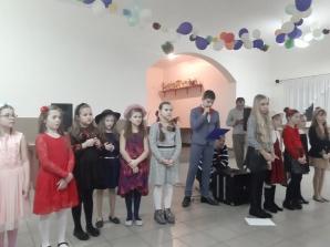 Uczniowie dla mieszkanek Radoliny. Spotkanie z okazji Dnia Kobiet