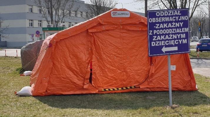 Namioty przy zakaźnym. Ograniczone będzie też wejście do szpitala