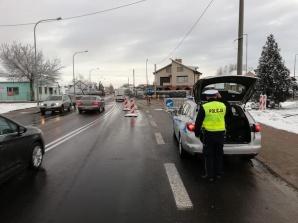 Konin. Kierowcy uważajcie na ulicy Przemysłowej. Dziura w drodze